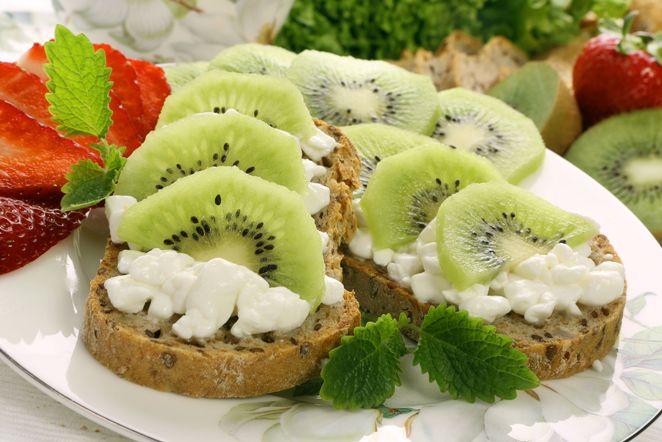 kiwis-túrós szendvics