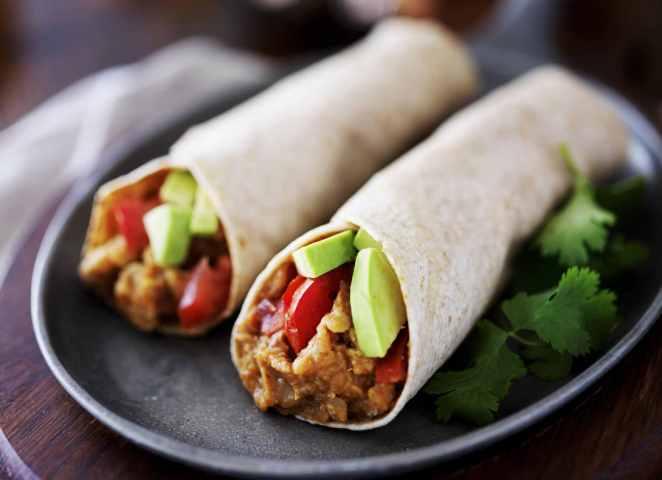 avokádós paradicsomos lencsés burrito