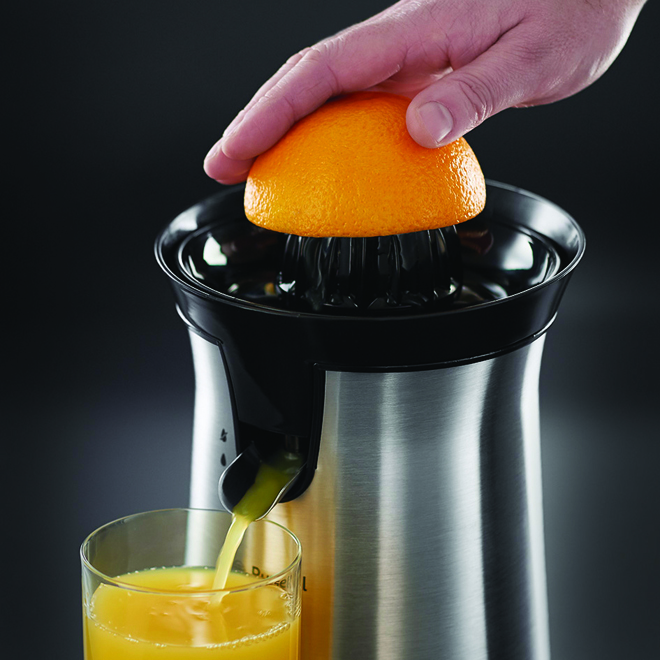 Classic Juicer Pressing Orange
